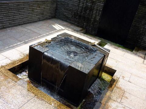 むすびの泉の井戸