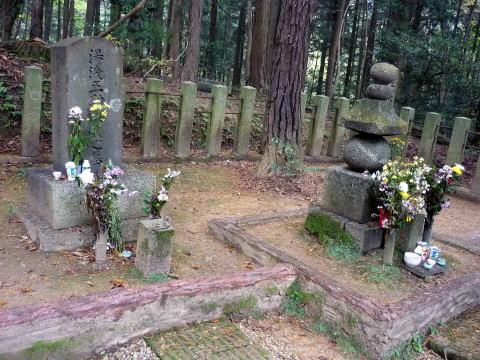 大谷吉継と湯浅五助の墓