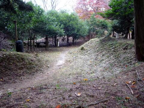 松尾山の土塁